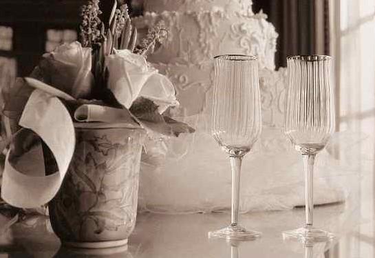 Připravte si svatbu snů – s gravírovanými poháry i nádhernými šperky